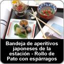 Bandeja de aperitivos japoneses de la temporada: rollo de pato con espárragos