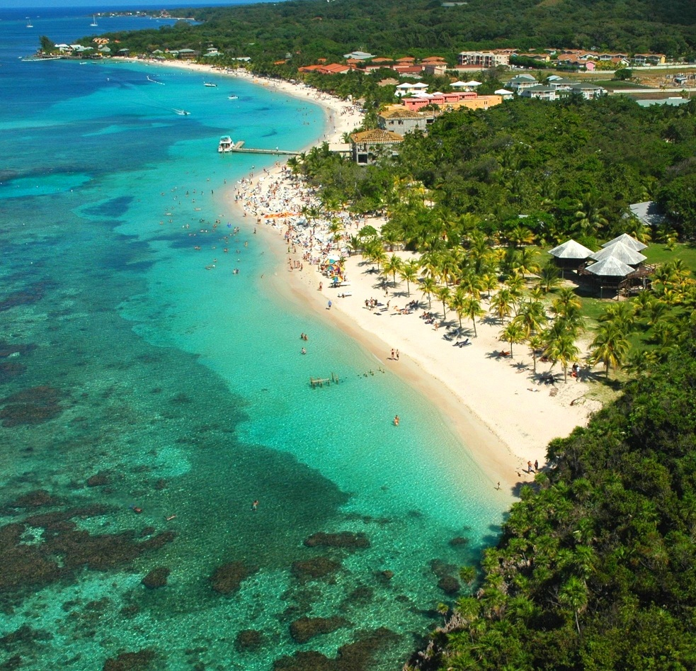 Overhead view of Roatan beach - Courtesy of www.aa.com